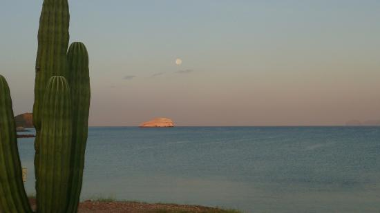 foto de amanecer en miramar , guaymas , Sonora , Mexico o se puede apreciar la quietud del lugar