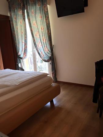 Vizzola Ticino, Italien: Acogedora la habitacion