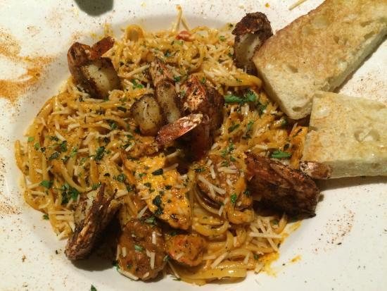 Frank and Lola Love Pensacola Cafe: Voodo pasta - kylling, bittesmå reker og chorizo og en fantasisk saus