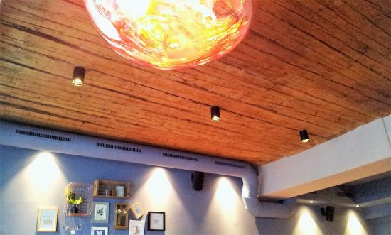 Mangolds vis a vis the wooden ceiling with the artsy lamps