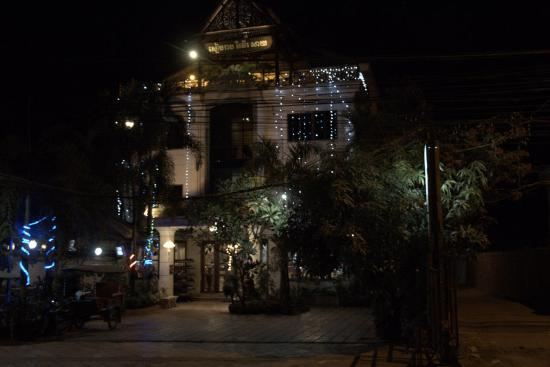 Siem Reap Riverside: The front at night