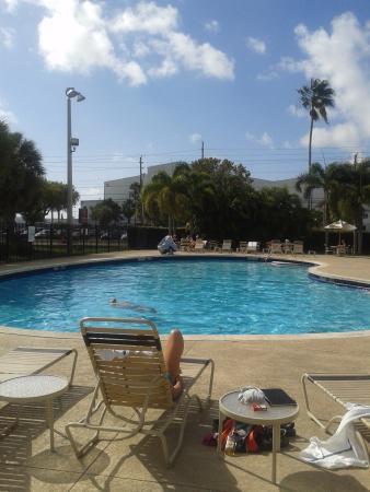 Sleep Inn at Miami International Airport: Spacious pool area.
