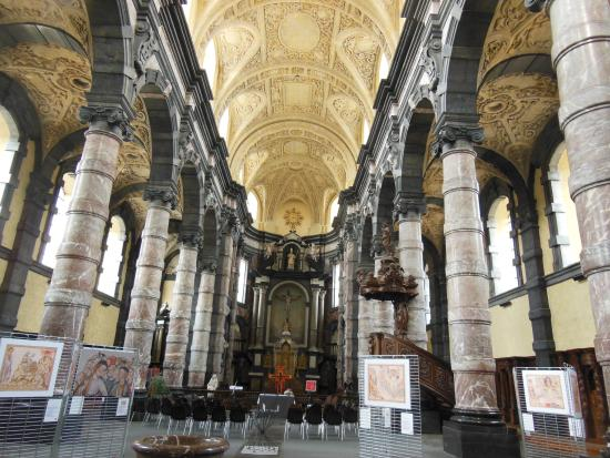 Cathedral de St-Aubain (St. Aubain Cathedral)