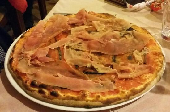 Pizzeria Manzoni: Pizza con melanzane fritte e prosciutto crudo