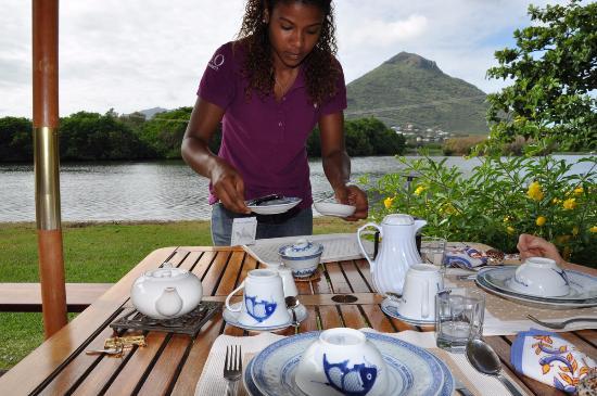Tamarin: breakfast on the verandah