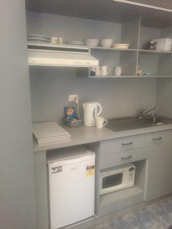 Dalby, Austrália: Kitchenette, had just about everything you could need in a motel room.