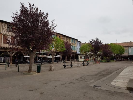 Mirepoix, Frankrig: View of the town square