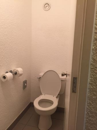 Separate Toilet To Bathroom In Room 101 Pebbled Dashed Wall Effect
