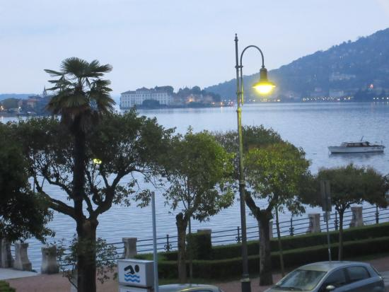 Hotel Beau Rivage: Isola Bella from our room early morning