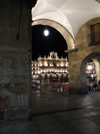 Hostal Plaza Mayor: Exit this gate