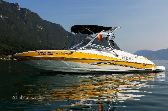 Le Bourget-du-Lac, Fransa: Senza 206, 300cv 8 places équipé pour le wakeboard