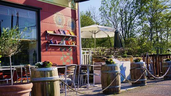 Luna Cafe Tapasrestaurang & Vingård