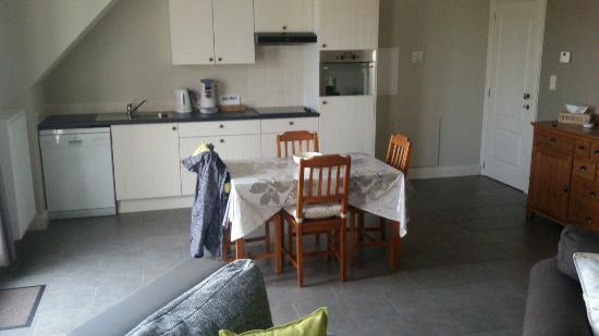 Eethoek In Woonkamer : Keuken en eethoek van de woonkamer keuken picture of b b de