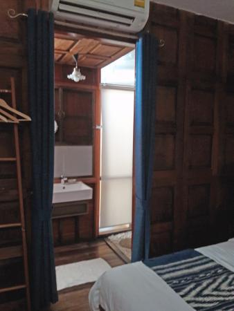Phrae, Tajlandia: 2 Meter vom Bett zur Toilette