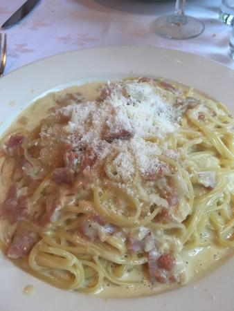 Isle of Capri: Carbonara - looks more like Alfredo with chucks of Boars Head ham