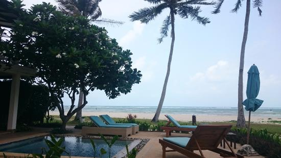 แหลมเส็ต, ไทย: view from our lounge area outside the room - beach view - you can see how close we are!!