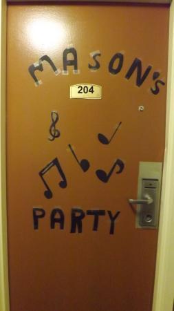 Chenango Inn & Suites: The door to the room.
