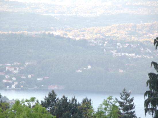 Bee, Италия: Vue sur le lac Majeur du toit terrasse