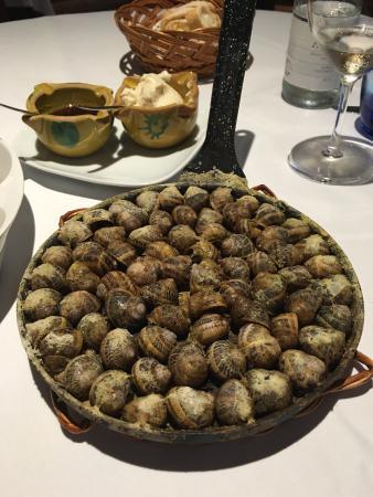 Ullastret, España: Un buen sitio para comida de calidad La caldereta de bogavante y los caracoles un elección expec