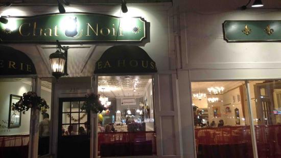 Rockville Centre, Нью-Йорк: Front of Two Restaurants