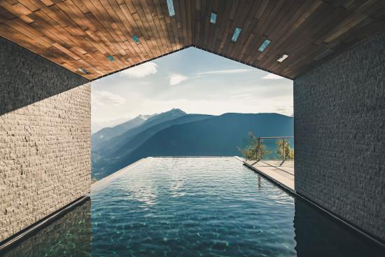 Avelengo, Italy: All year-round Infinity Pool with panorama mountain view in Südtirol