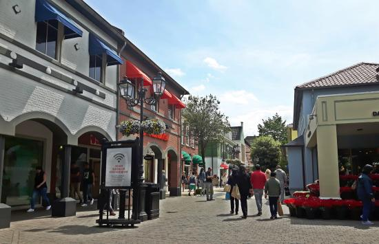 5ebe26b9756 Outlet Roermond im Mai 2016 - Picture of Designer Outlet Roermond ...