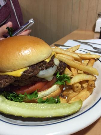 Douglasville, جورجيا: Le tuscan scramble avec ses baked potatoes et le cheese burger de ihop, un pure délice !!!