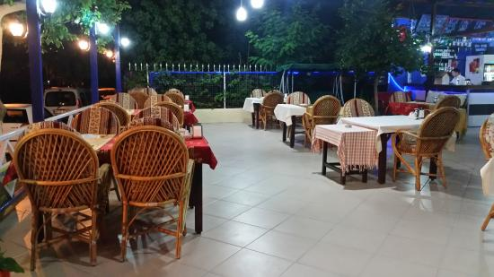 Day & Night: open air dining