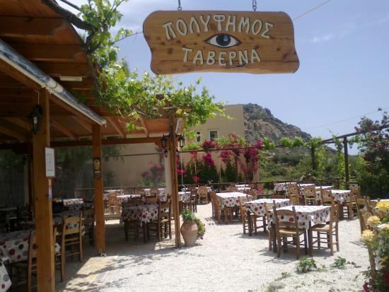 Sougia, กรีซ: Die Taverna Polifimos: ein wunderschöner Garten, z.T. windgeschützt und überdacht, z.T freie Ter