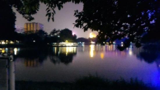 Liu Hua Hu Park : P_20160504_210704_large.jpg