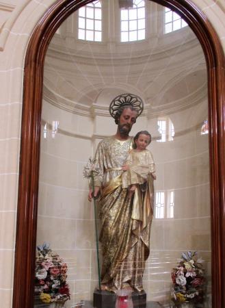 Xewkija, Malta: Délicate sculpture