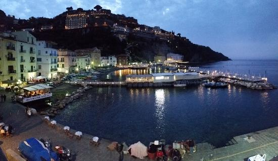 Marina grande sorrento . ristorante bani il delfino is at the end