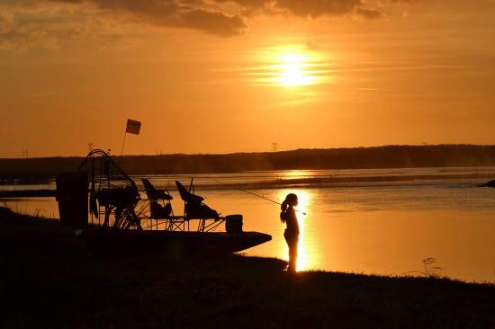 Christmas, Floride : Mya fishing at sunset on the St Johns River,