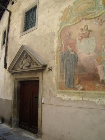 Monastero di Santa Grata in Columnellis: Древние стены