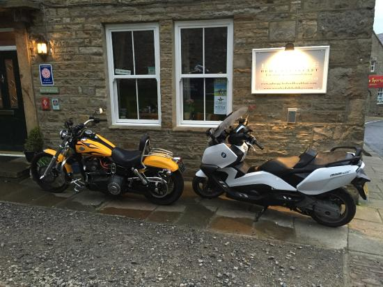 Holmedale Bed and Breakfast: Parking for motorcycles