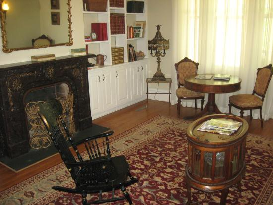 Mount Merino Manor: Guests can find books, videos and games for their enjoyment in the formal living room.