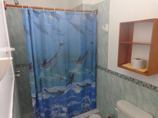 Meu banheiro privativo no Hotel España. Simples, mas funcional.
