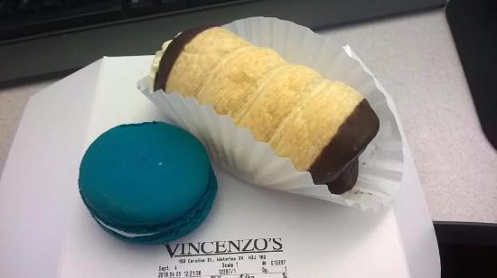 Vincenzo's : Blue macaron and a cream puff