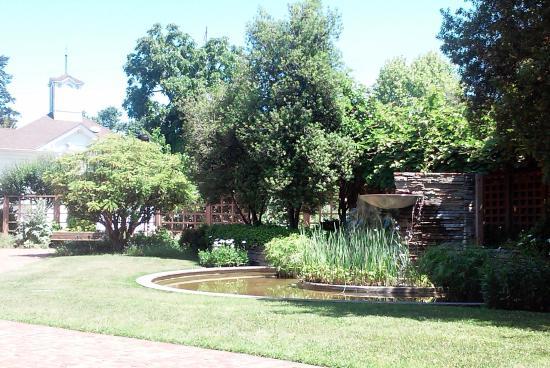 Luther Burbank Home and Gardens: Fountain in Luther Burbank Memorial Garden