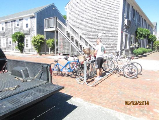 Nantucket Inn: Exterior showing Rooms & Bike Racks