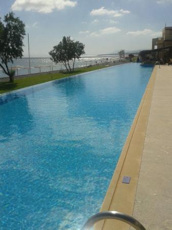 Grand Bay Beach Resort: Piscine principal devant les juniors suite