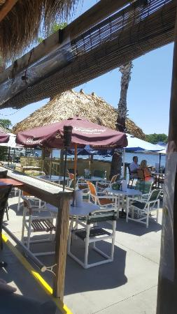 Seagrass Pub and Grill : Beautiful view, cold drinks... Lisa is amazing at the Tiki Bar