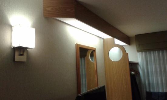 Sleep Inn: The odd lighting
