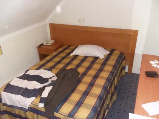 Bagno In Comune Hotel : Camera singola con bagno in comune u albergo parma