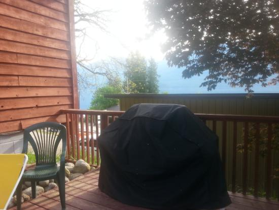 Mermaid Lodge & Motel : You can use the Barbeque Anytime with out a rental fee