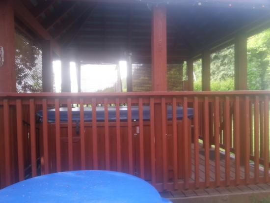 Mermaid Lodge & Motel : HOT TUB lol You can use it anytime without a rental fee