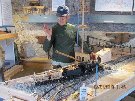 Cobourg, Canadá: George reveals the secrets of iron orre transportation