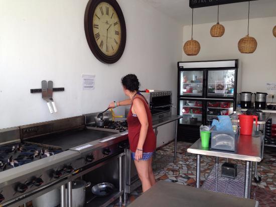 Weary Traveler Hostel: Cuisine de chef à dispo