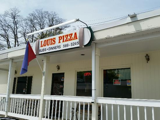 Wolfeboro, NH: Louis Pizza