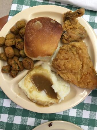 Hillsboro, AL : Sunday brunch had quick service for their long lines. Good service. Delicious food. Offered 1 me